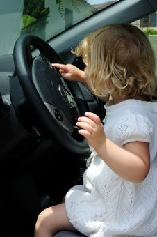 Free Girl Driving A Car Royalty Free Stock Photography - 5500417