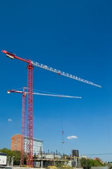 Free Elevating Cranes Royalty Free Stock Image - 5500626