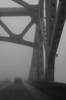 Free Fog On Bridge Royalty Free Stock Photography - 5506617