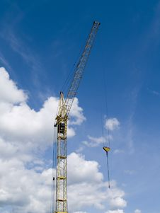 Free Elevating Crane Royalty Free Stock Image - 5506936