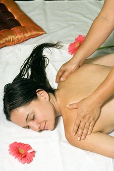 Free Woman Gets A Massage - Vertical Royalty Free Stock Photos - 5509588