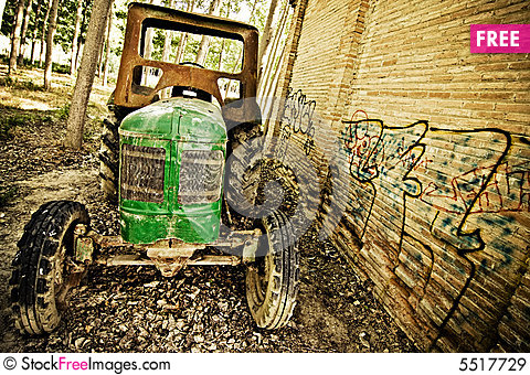 Free Old Tractor Royalty Free Stock Images - 5517729