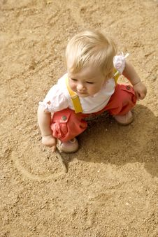 Free Little Girl On A Sand Royalty Free Stock Images - 5510399