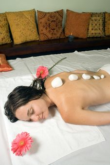 Free Woman Getting A Massage - Vertical Royalty Free Stock Photos - 5510498