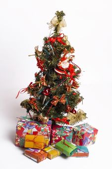 Free Christmas Tree And Presents Stock Images - 5511884