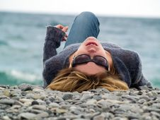 Free Young Lady On Beach Resting Royalty Free Stock Photography - 5514827