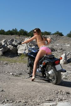 Free Desirable Female On Motorcycle Royalty Free Stock Photos - 5515548