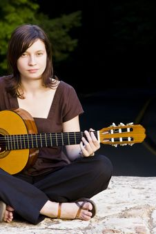 Free Young Woman With Guitar Stock Photography - 5517382