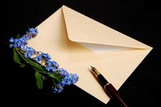 Free Envelope With Flowers And Pen Royalty Free Stock Photography - 5518817