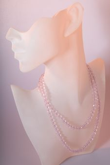 Free Pink Crystal Necklace On Display Royalty Free Stock Photography - 5522607