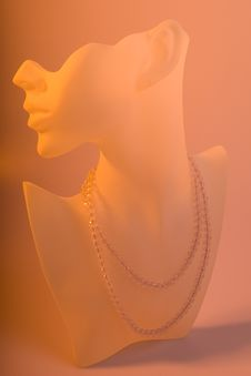 Free Crystal Necklace On Display Royalty Free Stock Photos - 5522708