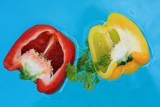 Free Floating Fresh  Peppers Royalty Free Stock Photography - 5524607