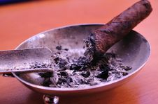 Free Cigar In The Ashtray Royalty Free Stock Photo - 5526075