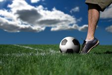 Free Soccer Player Ready To Shoot Stock Photography - 5528412