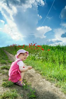 Free Girl Amongst Field Royalty Free Stock Image - 5530076