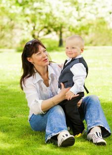 Free Mother With Her Child Outdoors Royalty Free Stock Image - 5530956