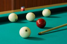 Free Five Balls And Cue Royalty Free Stock Photography - 5531617