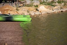 Free Canoes Waiting Royalty Free Stock Image - 5535506