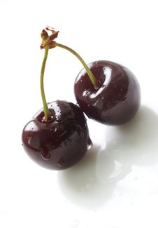 Free Two Cherries With Waterdrops Royalty Free Stock Image - 5536586