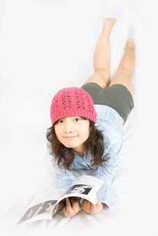 Free Asian Belle Reading A Magazine Stock Photos - 5541413