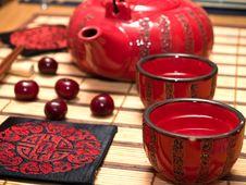 Free Sake Drinking Set Royalty Free Stock Photos - 5542138