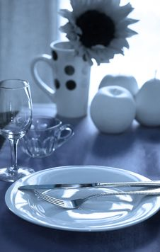 Free Elegant Blue Table Royalty Free Stock Photography - 5547617