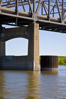 Free Illinois River Bridge Pylon Stock Photo - 5547960