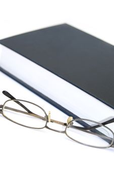 Free Book And Glasses Royalty Free Stock Photography - 5553647