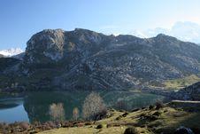 Free Lake In Mountains Royalty Free Stock Image - 5556226