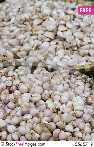 Free Baskets With Garlic Royalty Free Stock Images - 5565719