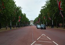 Black Cab In The Mall Looking At Buckingham Palace Royalty Free Stock Images