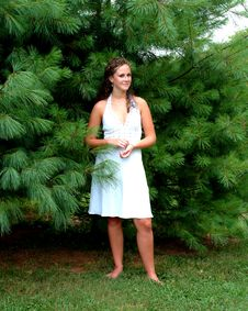Free Teenage Girl In The Pines Royalty Free Stock Images - 5565229