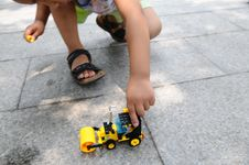 Free The Boy Playing A Toy Vehicle Royalty Free Stock Image - 5565346