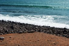 Free Waves And Stones Background Royalty Free Stock Photography - 5567107