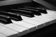 Free Dusty Piano Stock Photography - 5568672