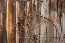 Free Metal Carriage Wheel Royalty Free Stock Image - 5569186