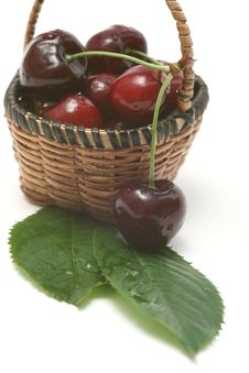 Free Cherry In A Basket Royalty Free Stock Photography - 5572827