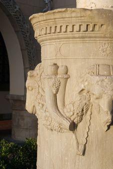 Free An Ancient Column Stock Photos - 5572923
