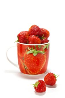 Free Ripe Strawberry In The Cup Stock Photos - 5576153