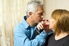 Couple Drinking - Horizontal Royalty Free Stock Images
