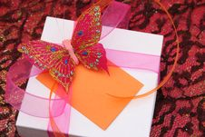 Free Butterfly Gift Royalty Free Stock Images - 5586729
