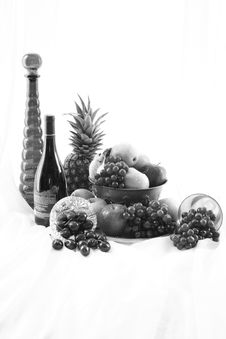 Free Black And White Fruit Royalty Free Stock Photography - 5588577