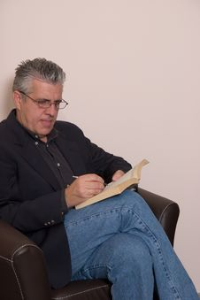 Reading A Book Royalty Free Stock Photos