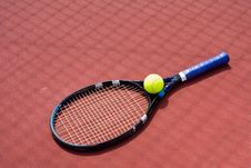 Free Tennis Racket And Ball Royalty Free Stock Images - 5592109