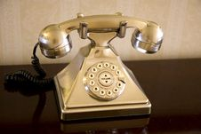 Free Gold Rotary Phone Royalty Free Stock Images - 5593919