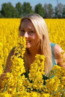 Free Attractive Woman In Yellow Royalty Free Stock Photos - 5595898