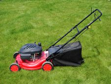 Free Lawn Mower In Grass Stock Images - 5599164