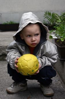Free Boy With Yellow Ball Royalty Free Stock Images - 568879