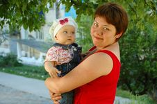 Free Little Girl And Mother. Stock Photos - 5600833