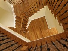Free Luxury Descending Wooden Staircase 2 Royalty Free Stock Photo - 5601735